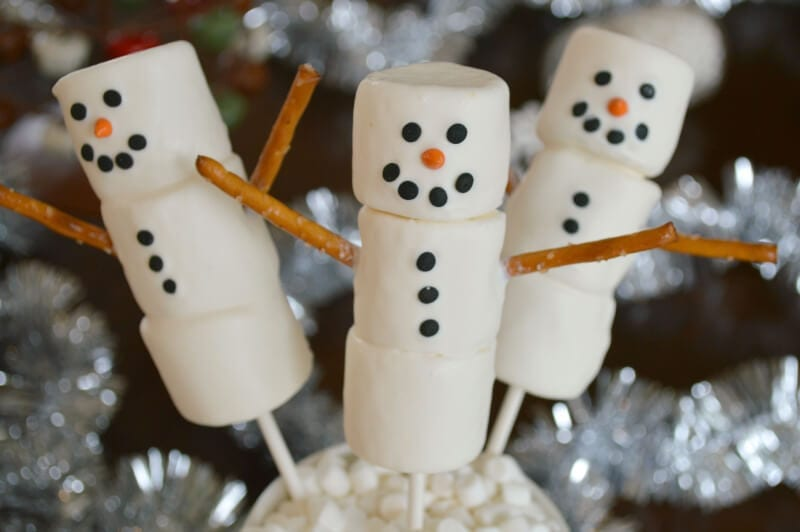 adorable-snowman-marshmallow-pops-easier-and-yummier-than-cake-pops1