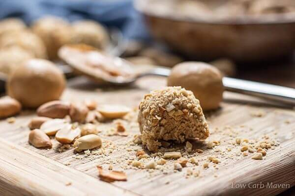 low-carb-peanut-butter-balls-7-600x400